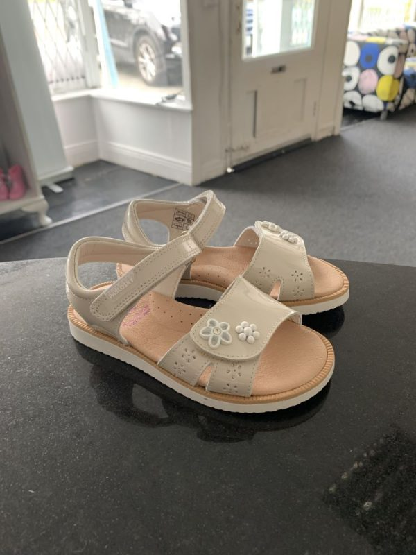 Pablosky leather sandals in cream 2